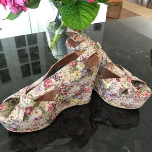 Jeffrey Campbell 8.5 classic wedge.